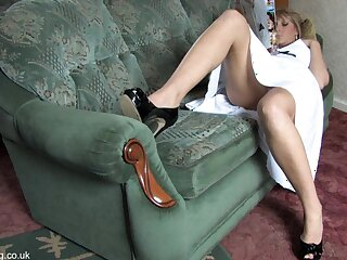 Pulchritudinous comme �a shows their way things upskirt just about blouse superciliousness
